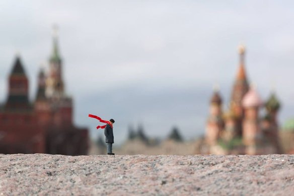 64115_105401_little-people-project-by-slinkachu-6_584_389