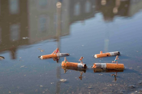64120_105406_little-people-project-by-slinkachu-13_584_389