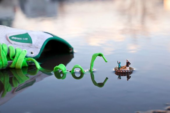 64121_105407_little-people-project-by-slinkachu-14_584_389