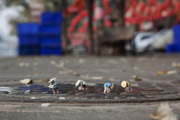 64125_105411_little-people-project-by-slinkachu-19_584_389